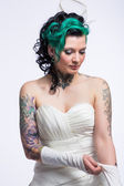 Young bride with tattoos — Stock Photo