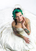 Young bride with beautiful tattoos — Stock Photo