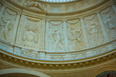 Stone carved relief around the interior of dome — Stock Photo