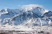 Montanhas escarpadas no inverno — Foto Stock