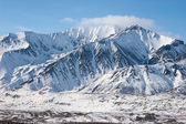 在冬天的崎岖山klippiga bergen på vintern — Stockfoto
