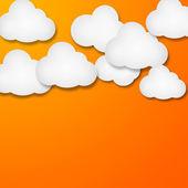 Nubi di carta bianca su sfondo azzurro sfumato — Foto Stock