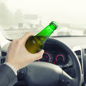 Male with bottle of beer while driving car - 1 to 1 ratio — Stockfoto