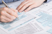 US 1040 Tax Form - male filling out tax form — Stock Photo
