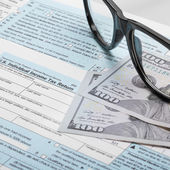 United States of America Tax Form 1040 with glasses - 1 to 1 ratio — Stock Photo