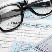 United States of America Tax Form 1040 with dollars and glasses - 1 to 1 ratio — Foto de Stock