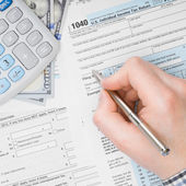 Man filling out 1040 US Tax Form - view from top - 1 to 1 ratio — Stock Photo