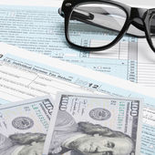 USA Tax Form 1040 with glasses, calculator and 100 US dollar bills - 1 to 1 ratio — Stock Photo