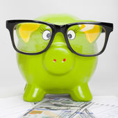 Piggy bank over stock market chart with 100 dollars banknote - 1 to 1 ratio — Stock Photo
