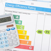 Calculator with utility bill and energy efficiency chart - 1 to 1 ratio — Stock Photo