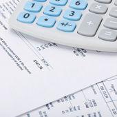 Receipt next to calculator - 1 to 1 ratio — Stock Photo