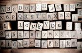 """Cubo de madera hacer el mensaje """"te amo"""" — Foto de Stock"""