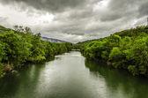 Vid floden — Stockfoto