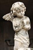 Old Crumbling Cherub Angel Statue — Stock Photo