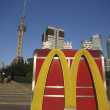 McDonald's Logo in Front of Oriental Pearl Tower in Shanghai — Stock Photo