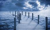 Brücke über den wolken — Stockfoto
