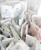 Seringas esterilizadas descartáveis do monte — Fotografia Stock