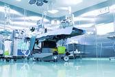 операционный зал с современным оборудованием. — Стоковое фото