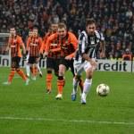 Постер, плакат: Shakhtar Juventus Kucher runs for Vucinic