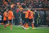 Shakhtar footballers celebrating a goal against Borussia Dortmund — ストック写真