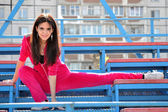 Girl in the splits on the stands — Foto Stock