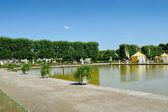 Swan Ponds in Herrenhausen Gardens, Hanover, Germany — Stock Photo