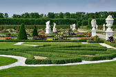 Garden with sculptures in Herrenhausen Gardens, Hanover, Germany — Stock Photo