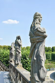 Statues on top of the Grand Cascade in the Herrenhausen Gardens — Stock Photo