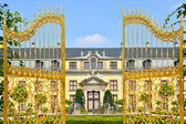 Golden gate in Herrenhausen Gardens, Hannover, Germany — Stock Photo