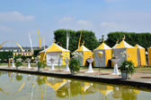 Yellow tents in Herrenhausen Gardens, Hannover, Lower Saxony, Ge — Stock Photo