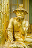 Golden statue in front the Chinese house, Sanssouci. Potsdam. Ge — ストック写真