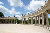 колоннада с xviii века в парке сан-суси — Стоковое фото