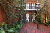 Cozy front yard of French Quarter house — Stock Photo