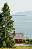 House at Flanders Bay in Maine — Stock Photo
