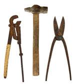Velho isolado ferramentas: chave ajustável, martelo, tesouras para metal — Fotografia Stock