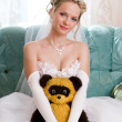 Beautiful bride with her bear-toy — Foto de Stock