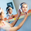 Foto Stock: In two mirrors