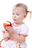 Girl eating apple — 图库照片