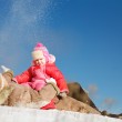 Mom and child outdoors in winter — Stock Photo