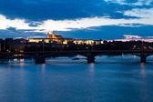 夜のプラハのカレル橋 — ストック写真