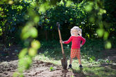 Child ready to dig — Stock Photo