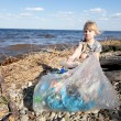 Small girl collecting rubbish — Stock Photo