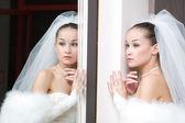 Bride by the mirror — Foto Stock