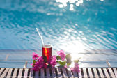 Cocktail on the pool — Stock Photo