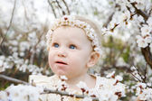 Child in spring — Stockfoto