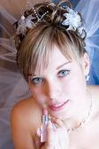 Bruid schilderen haar lippen — Stockfoto