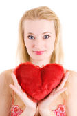 Rubia en ropa interior con un corazón rojo en las manos — Foto de Stock