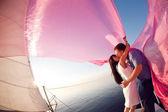 Beso bajo la vela — Foto de Stock