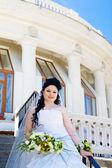 在楼梯上的新娘 — 图库照片