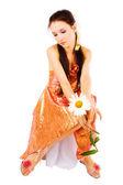 洋甘菊的女孩的手中 — 图库照片